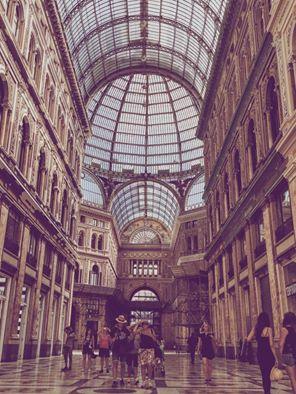 Napoli, Galleria Umberto vittima di gare tra motorini e babygang