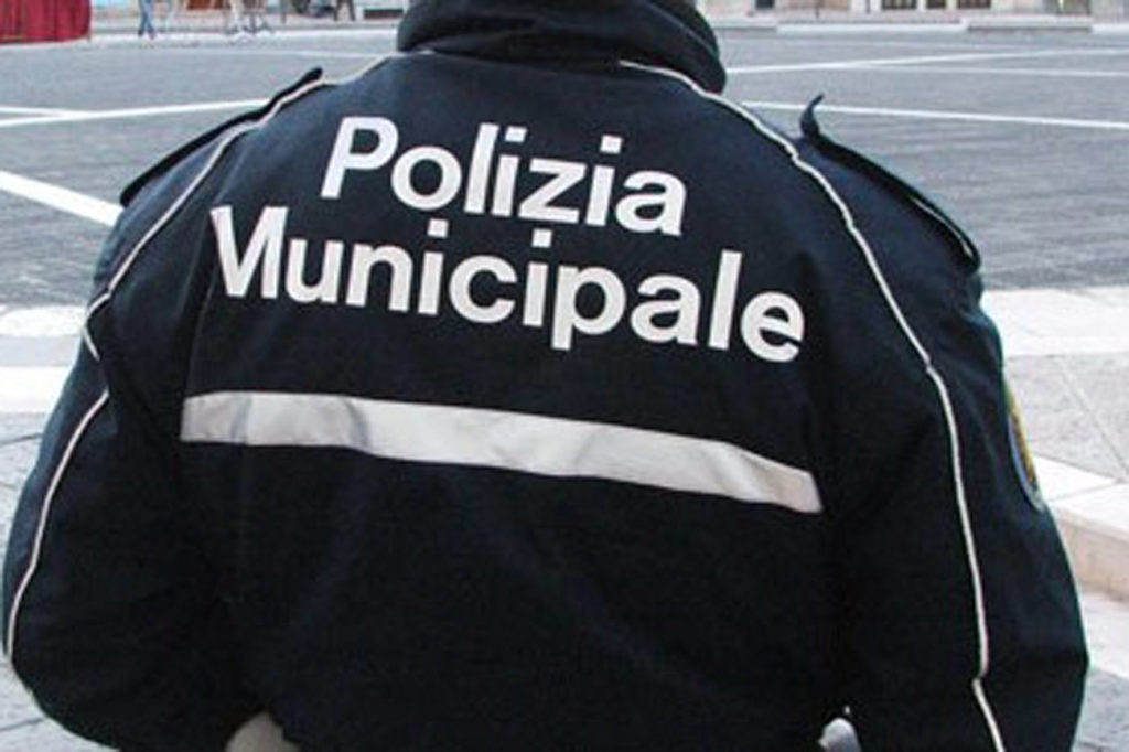 polizia municipale aggredita