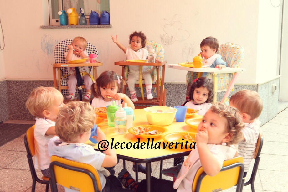Asilo nido Milano, maestra abusa su minori: che schifo