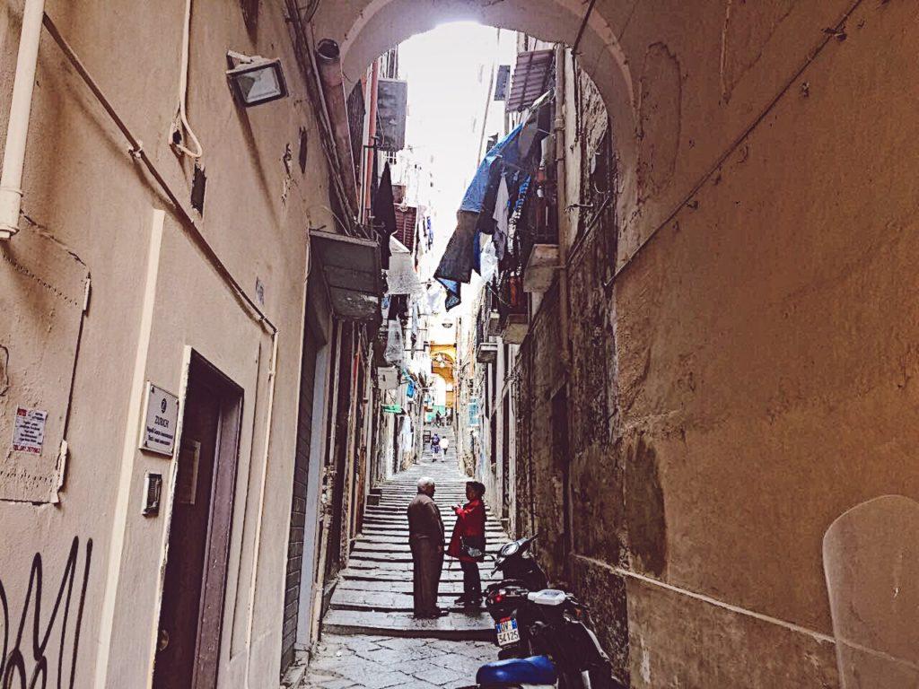 gradini di santa barbara alle spalle di piazza borsa