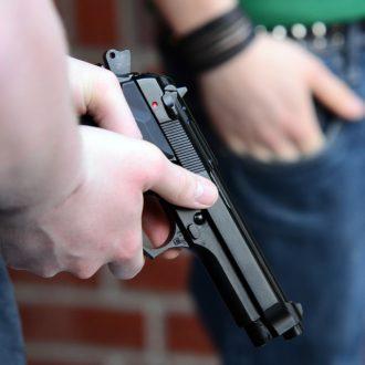 firenze-paura in via marconi-colpo di pistola