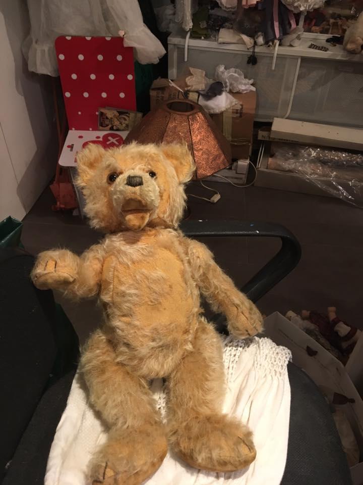 A Napoli l'Ospedale delle Bambole ricovera e salva gli oggetti del cuore