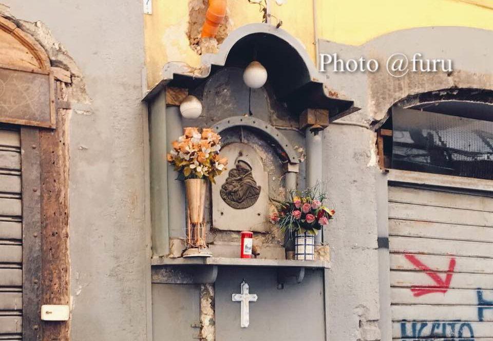 Edicola sacra, il misterioso fascino delle strade di Napoli