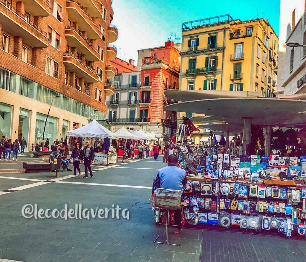 Shopping di Natale, Shopping di Natale ancora spento a Napoli