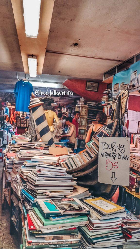 Libreria Acqua Alta a Venezia: incanto dei book lover