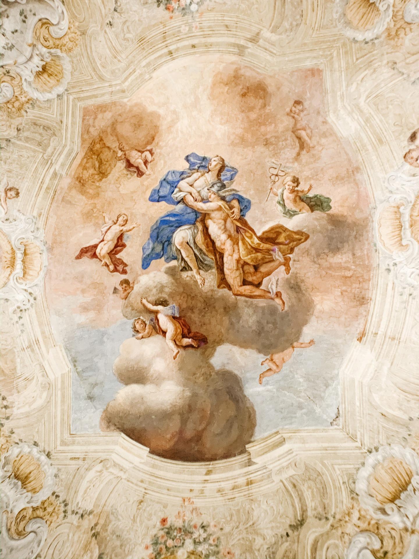 Napoli da scoprire: Palazzo Fondi tra aperitivi e cultura