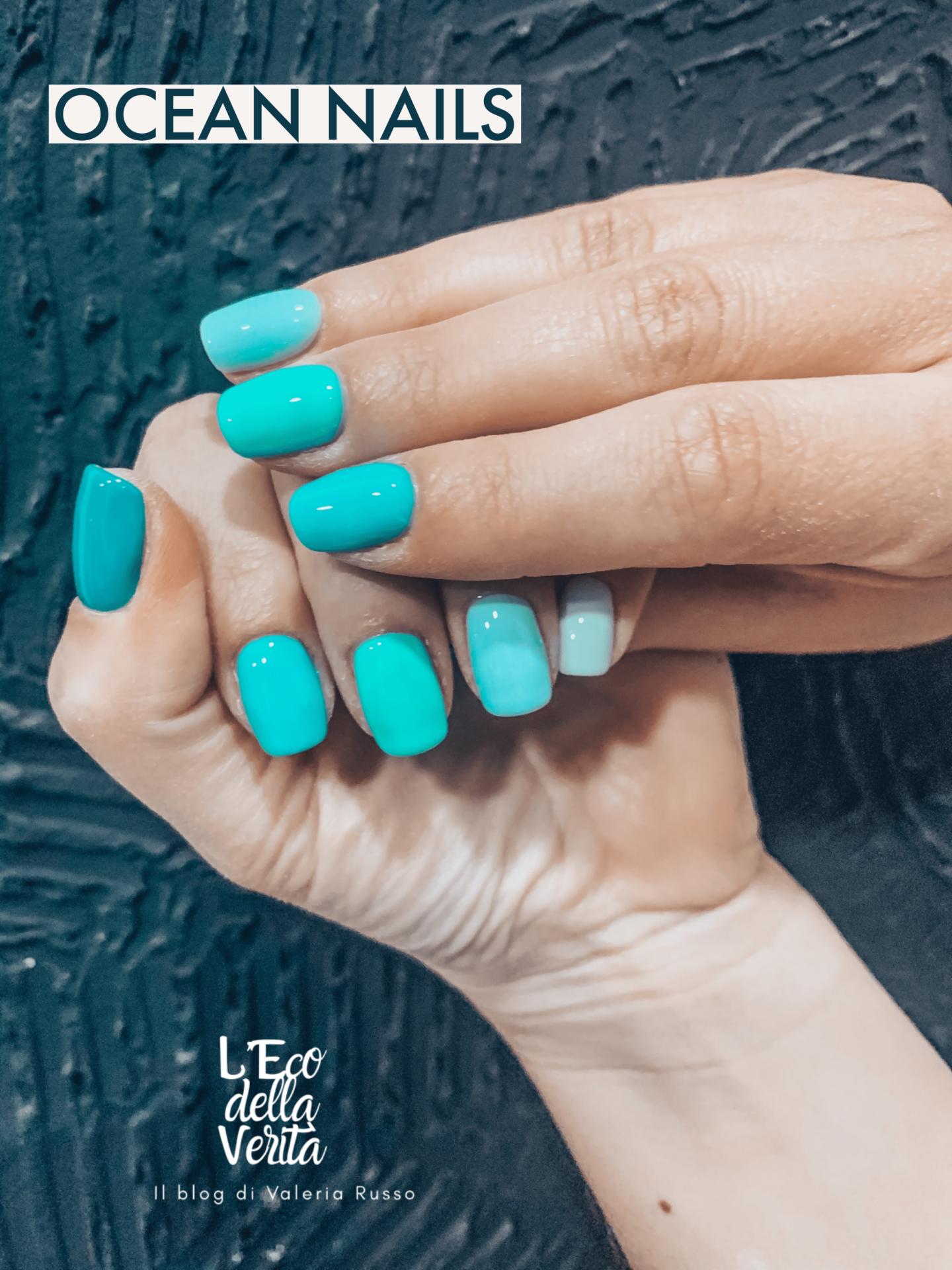 Unghie colore blu oceano estate 2021
