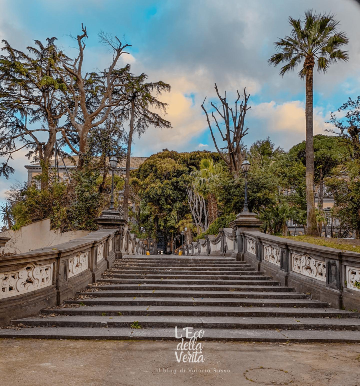 Biblioteca nazionale giardino di palazzo reale a Napoli da fotografare