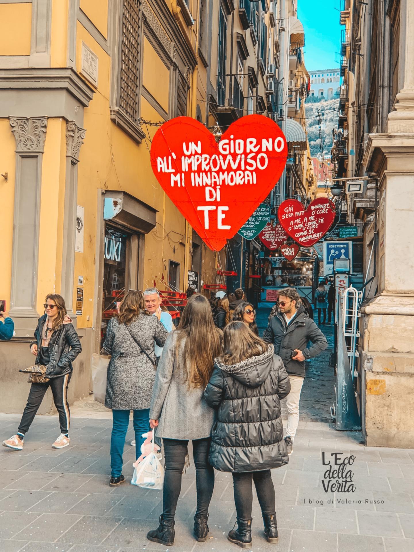Volo fiori Napoli instagrammabile  a via Toledo