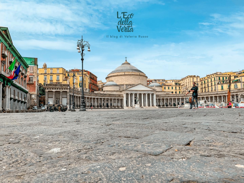 Piazza del plebiscito da fotografe a Napoli